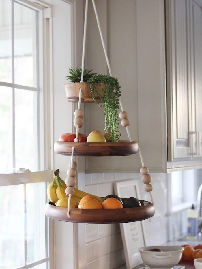 runde holzscheiben basteln deko für die küche obstteller hängen
