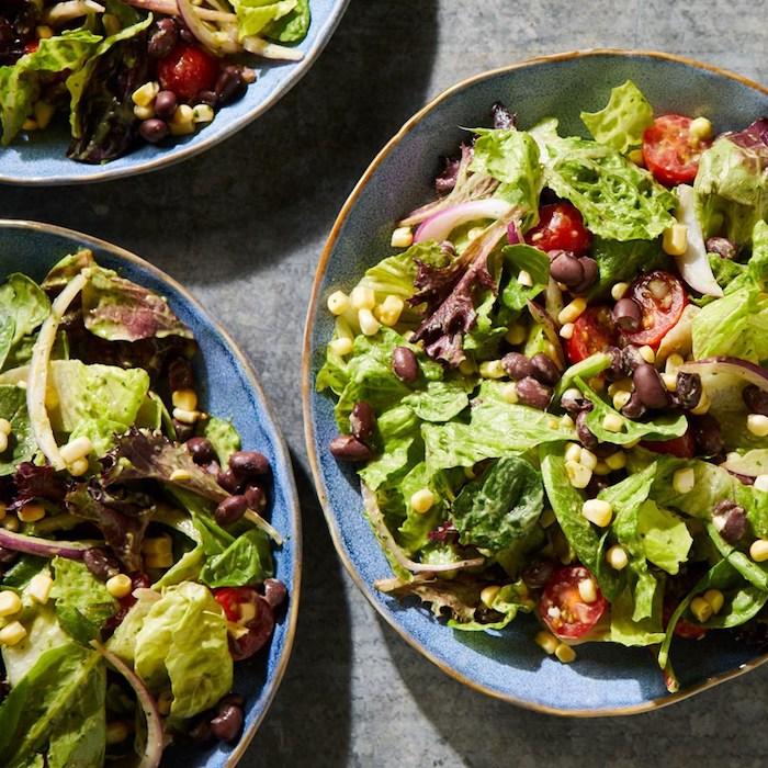 salat leckere und schnelle gerichte zubereiten was koche ich heute abend schnell und einfach blattsalt mit schwarzen bohnen mais kirschtomaten
