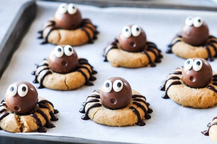 schnelle halloween rezepte ernussbutterkekse kekse mit erdnussbutter spinnen aus schokoalde