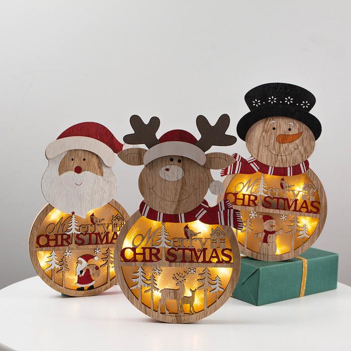 tischdeko holzscheiben selber machen zu weihnachten basteln hirsch santa schneemann lampen