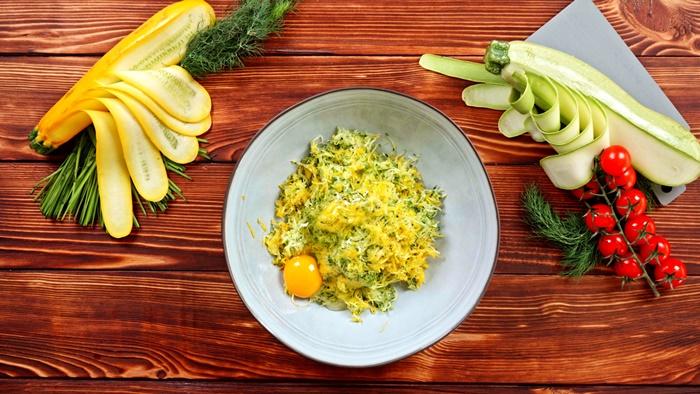 vegetarische gerichte mittagesse ohne fleisch zucchini fritters selber machen schritt für schritt