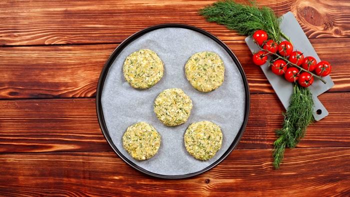 vegetarische gerichte rezepte mit zucchini gebackene zucchini fritters rezept leckere backrezepte