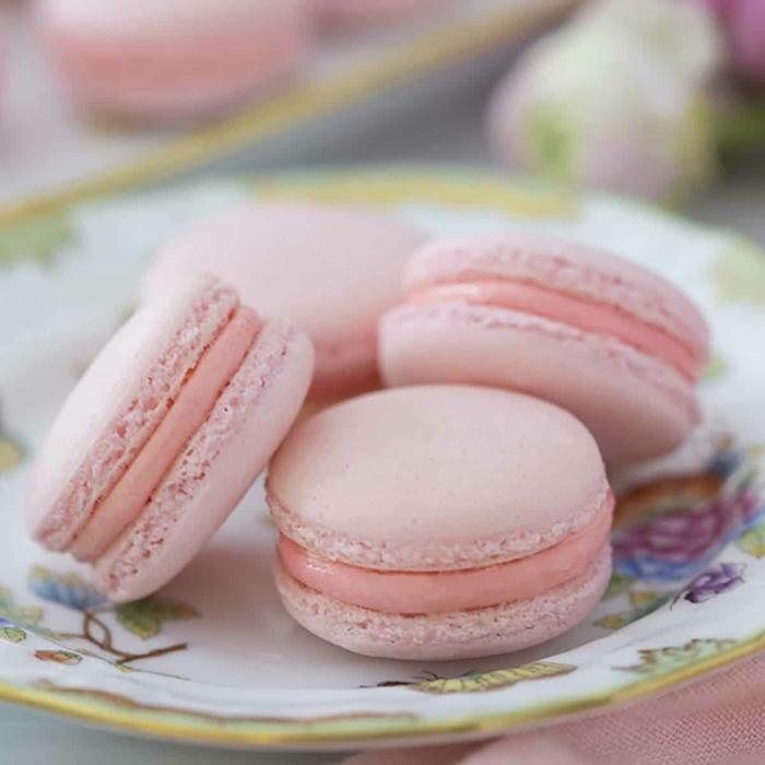was sind macarons kleine gebäcke mit creme makaronen rezepte und ideen party essen partyfood