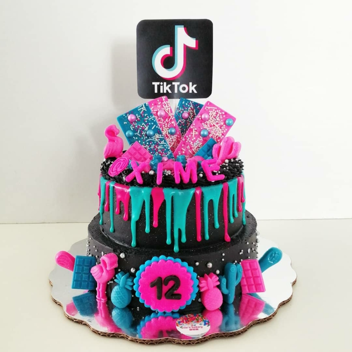 12 geburtstag zwistöckige schokoladentorte blau pinke glasur meine torte tiktok dekoration ideen geburtstagsparty ideen