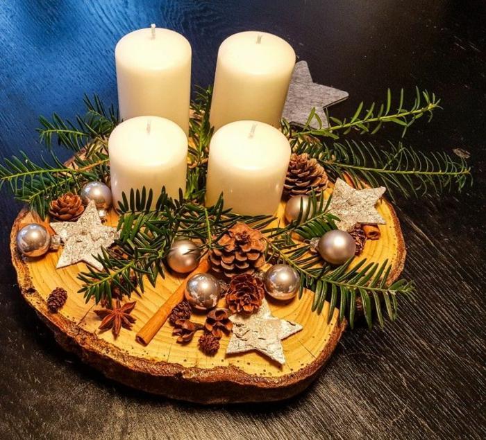 adevntskranz selber machen holzscheibe vier kerzen mit tannenzweigen zimtstangen weihnachtsbällchen