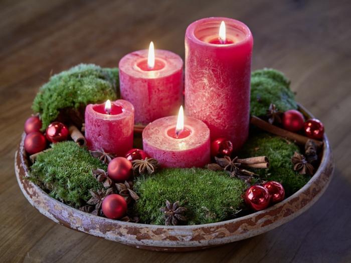 adventskranz baumscheibe selber machen originell vier rote kerzen tannenzweige zimt rote bällchen moos
