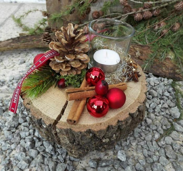 adventskranz holzscheibe diy ideen adventskranz weiß teekerzen tannenzweige zapfen rote kugeln