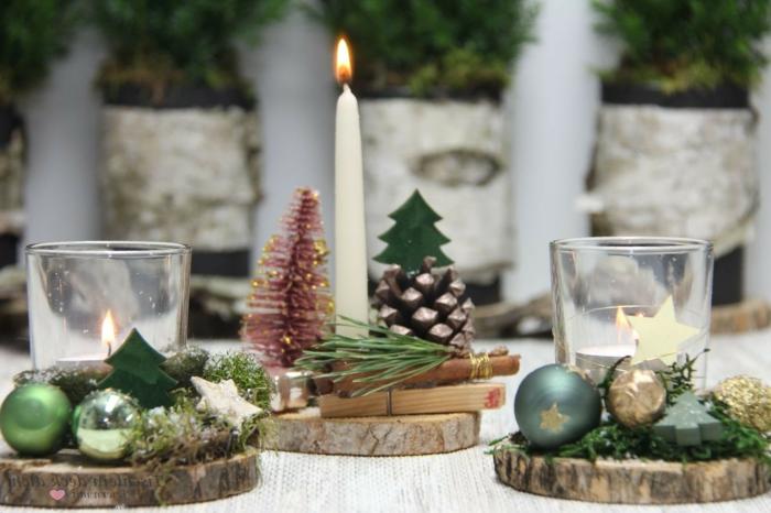 adventskranz holzscheibe modern drei kleine scheiben separat zwei mit teekerzen eine große kerze weiß tannenzweige spielzeuge