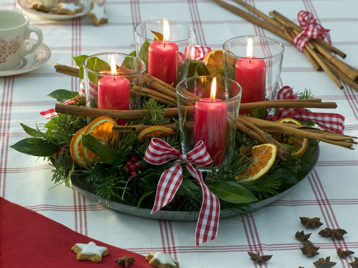 adventskranz holzscheibe selber machen weihnachtsgesteck basteln kranz mit zimtstangen glas kerzen orangenscheiben