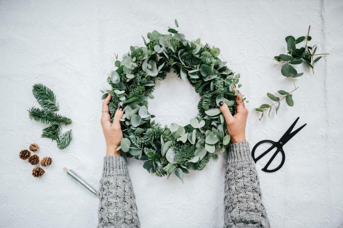 adventskranz selber basteln adventskranz mit eukalyptuszweigen machen ungewöhnlich