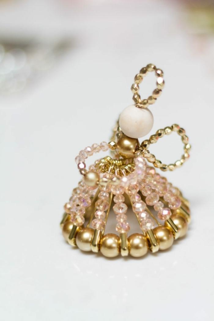außgefallene weihnachtsdeko selber machen engel basteln schritt für schritt engelfigur aus draht und perlen