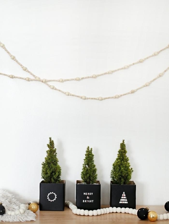 bastelideen für weihanchten diy deko weihanchtsdeko kleine bäume in schwarzen pflanzentöpfen moderne winterdeko
