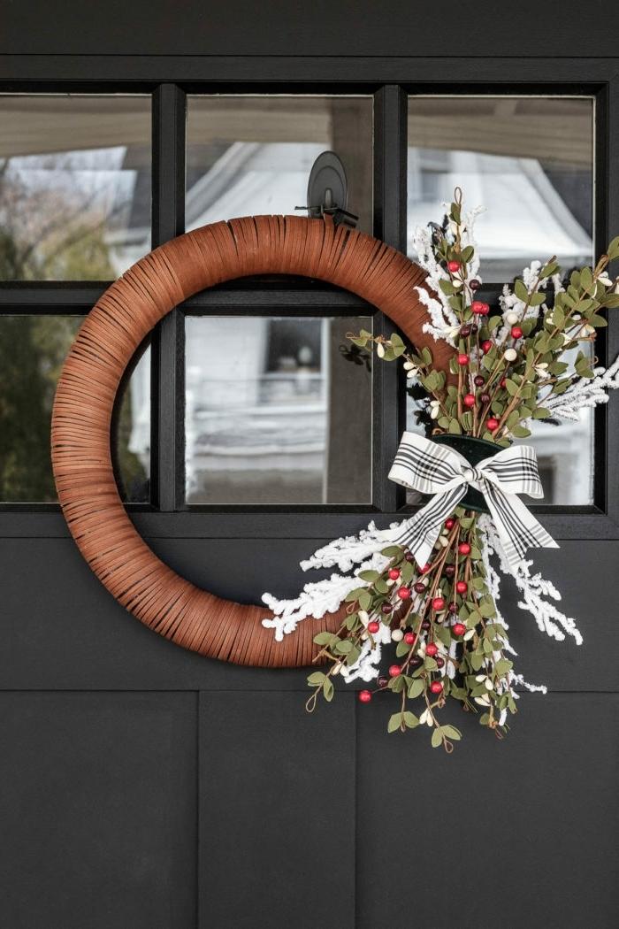 bastelideen für weihnachten selbstgemachter türkranz weihnachtskranz kranz selber basteln diy