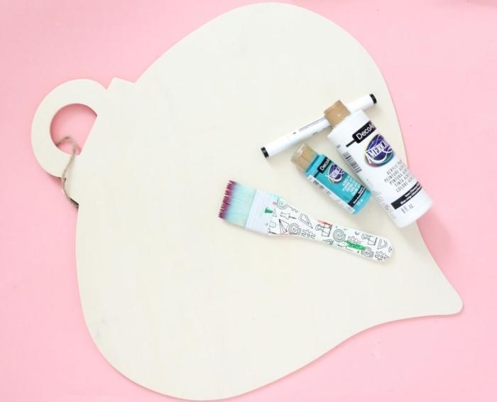 bastelideen für weihnachten weihnachtskugel aus papier mit acrylfarben dekorieren deko aus papier festliche papierdeko