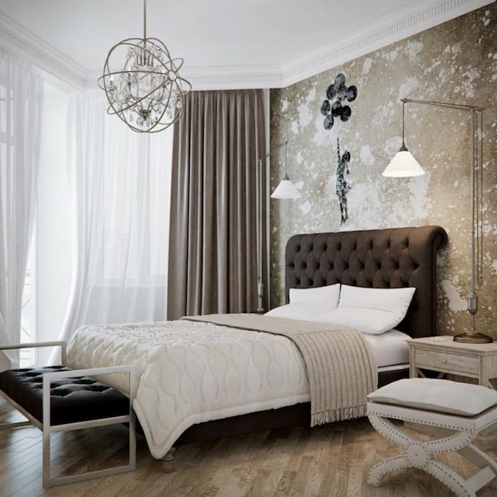 boho deko schlaffzimmer weiße bettwäsche lampe weißer sessel wanddeko mädchen mit ballonen tapete