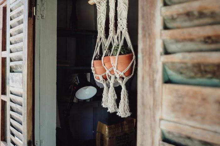 boho deko style boho wohnen blumentöpfe makramee deko hängen