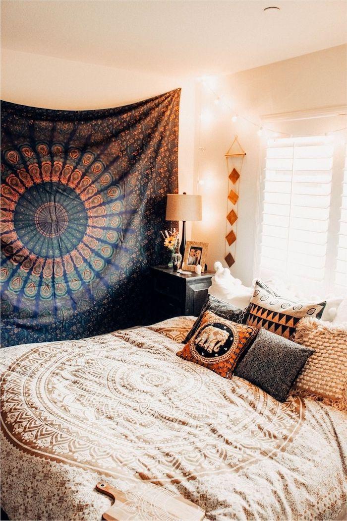 boho einrichtung schlafzimmer helle bettwäsche mandala wandtuch dunkel mandala