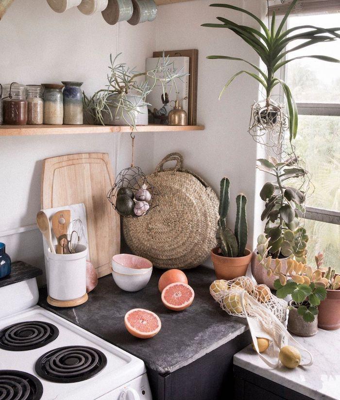 boho style küche weißer backofen schwarzer schrank weiße regalen grapefruits
