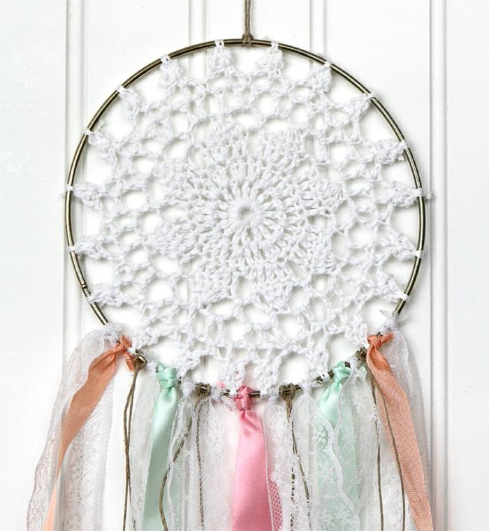 diy ideen basteln mit kindern kreativde wanddekoration traumfänger selber machen mit spitze bunte
