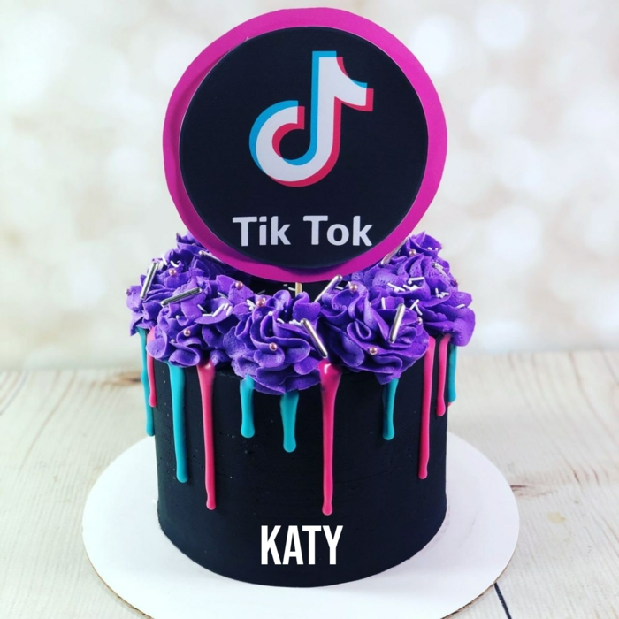 drip cake schwarz rot blau lila zuckerguss meine torte geburtstagskuchen tiktok torte inspiration ideen