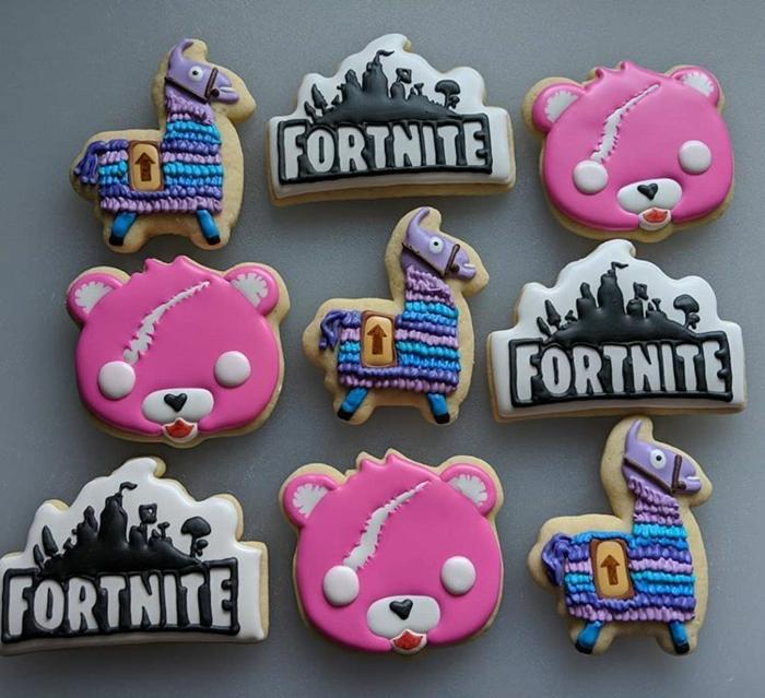 fortnite kuchen deko cookies dekoration pinke glasur bär lama kekse leckere ideen zum geburtstag