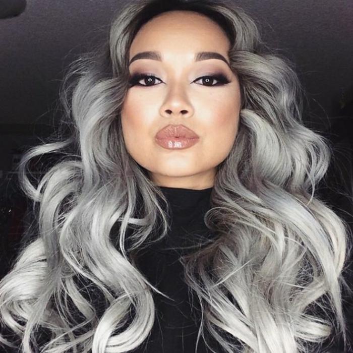 frau mit einem schwarzen pullover graue haare lange haare pflegen