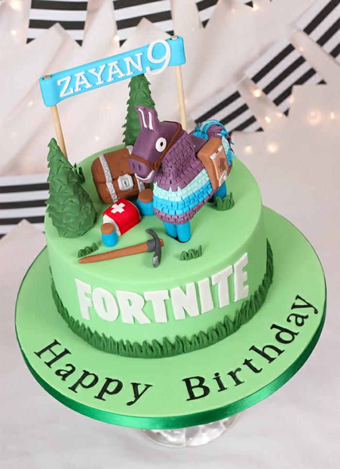 geburtstagstorte zum 9 geburtstag online spiel party idee fortnite geburtstag kuchen grüne torte mit deko figuren aus dem spiel