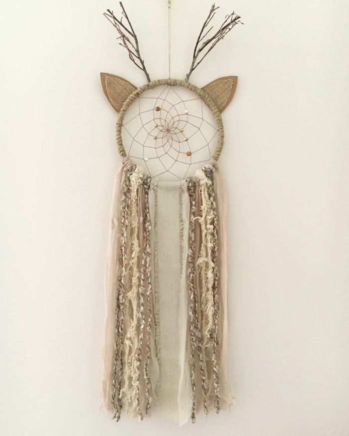 goldenen traumfänger basteln mit ästen form katze mit ohren mädchenzimmer einrichten dekoration wand bastelideen für kinder