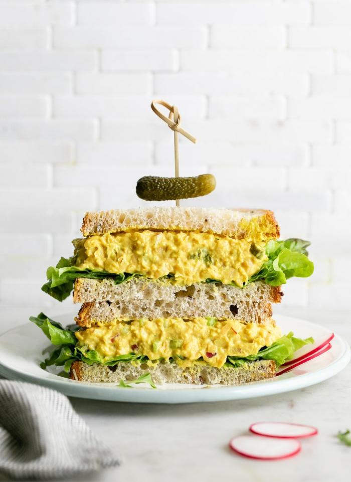 gurken und senf gesundes abendbrot ideen eine stulle mit avocado und salat