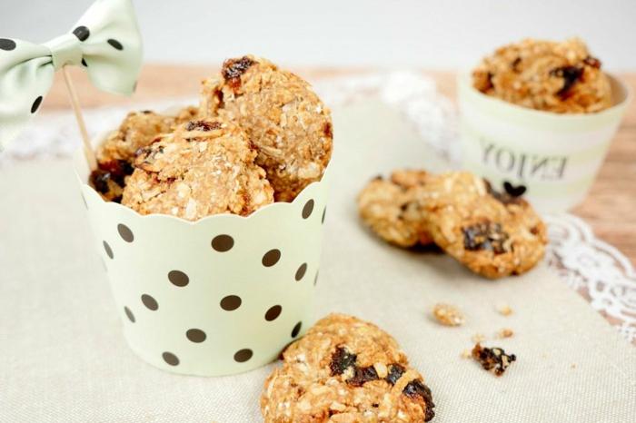 haferflockerkekse low carb leckere kekse rezept in weißer schüssel tisch