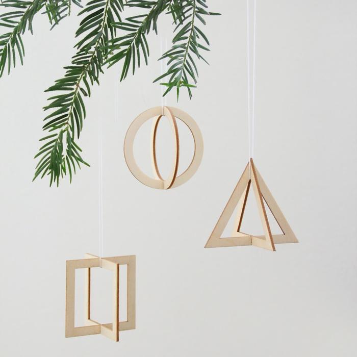 holzfiguren weihnachtsdekoration weihnachtsbaum schmücken minimalistisch inspiration ideen dreiecke kreise rechtecke formen