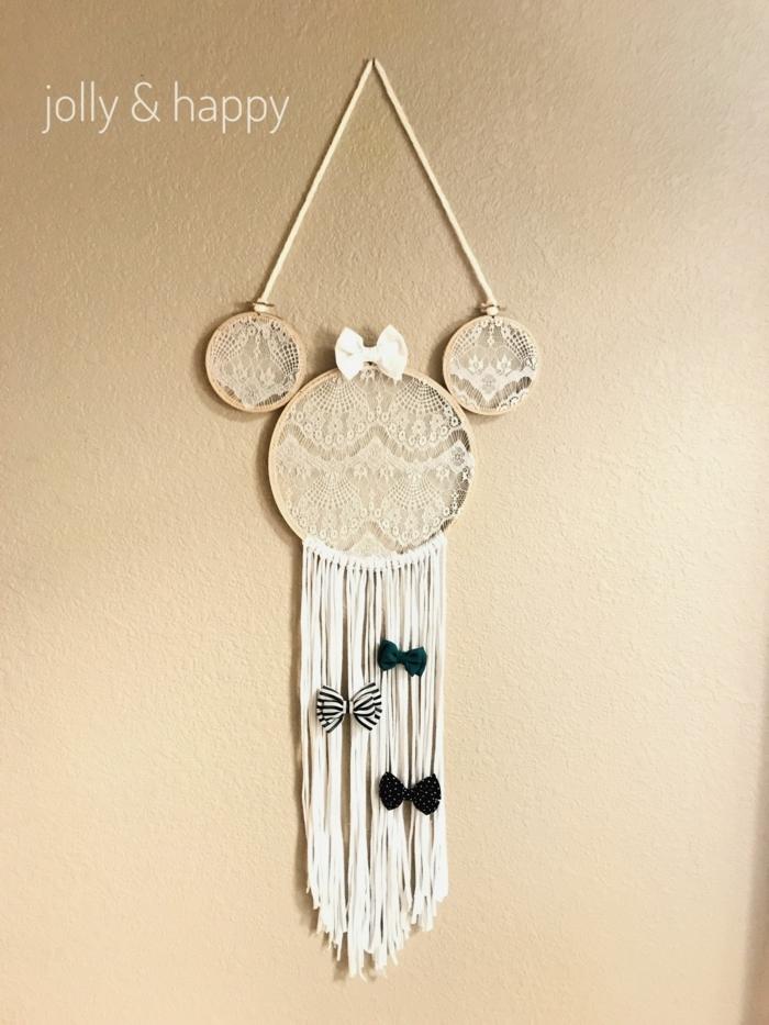 inspiration disney mickey mouse traumfänger diy selber machen ideen mit spitze drei kleine schleifen deko