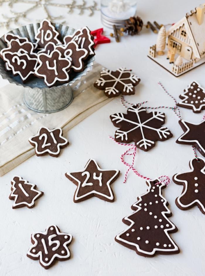 inspiration für weihnachtsornamente weihnachtsbaum schmücken ideen modern verschidene formen weihnachtsbaum sterne schneeflocken