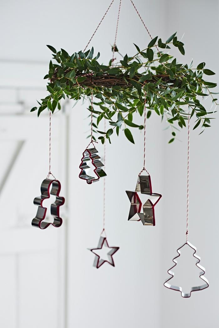 keksformen als weihnachtsdekoration weihnachtsbaum modern schmücken ideen inspiration tannenbaum sterne männchen formen
