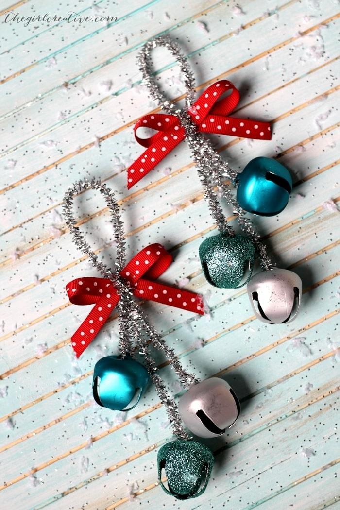 kleine bunte glocken weihnachten ornament weihnachtsbaum dekorieren kreative inspiration