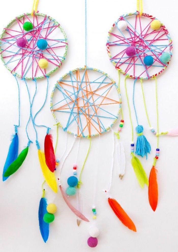 kreative diy projekte wanddeko inspiration bunte traumfänger diy bunte farben und feder zimmer kind einrichten modern
