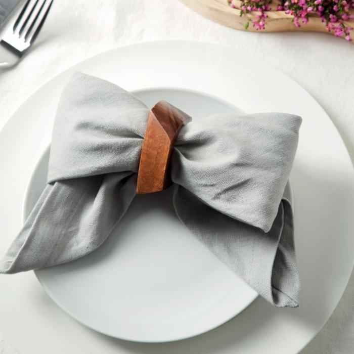 kreative ideen servietten falten modern schleife serviette diy weihnachten minimalistische tischdeko selber machen