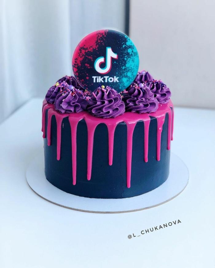 kuchen zum geburtstag drip cake schwarz pinke glasur lila cupcakes dekoration tiktok torte