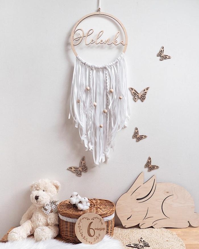 kuscheltier weißer bär kinderzimmer einrichtung traumfänger selber machen mit kindernamen wanddeko schmetterlinge minimalistische einrichtung