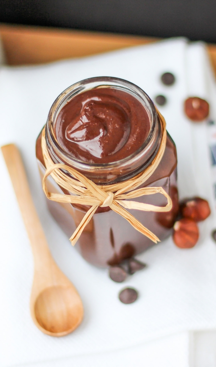 löffel aus holz ein glas mit nutella alternative ein veganes nutella selber machen haselnüsse