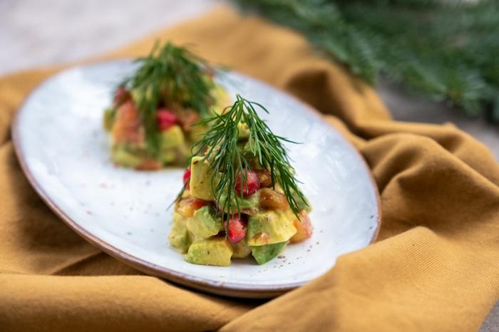 leichte vorspeisen weihnachten salat vorspeise avocado granatapfel drill tannenbaum form