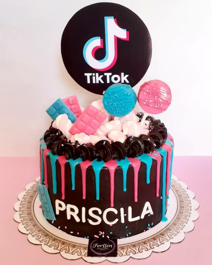 mädchen teenager geburtstagsparty ideen schokoladentorte mit bunter dekoration tiktok style torte zum 18 geburtstag machen