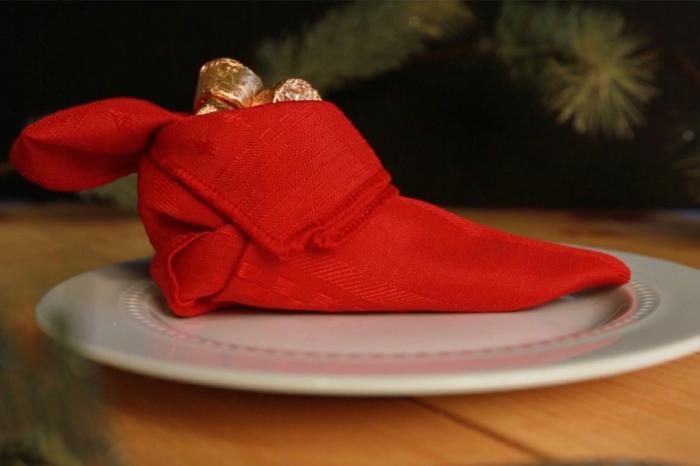 roter elfenschuh servietten falten einfach weihnachten tischdeko inspiration ideen tischdeko kreativ