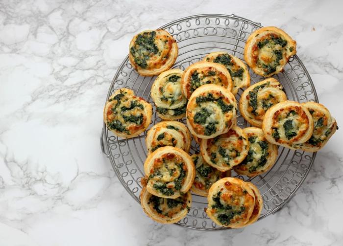 schnelle und einfache vorspeisen für weihnachten windrädchen mit spinat und käse backen rezept
