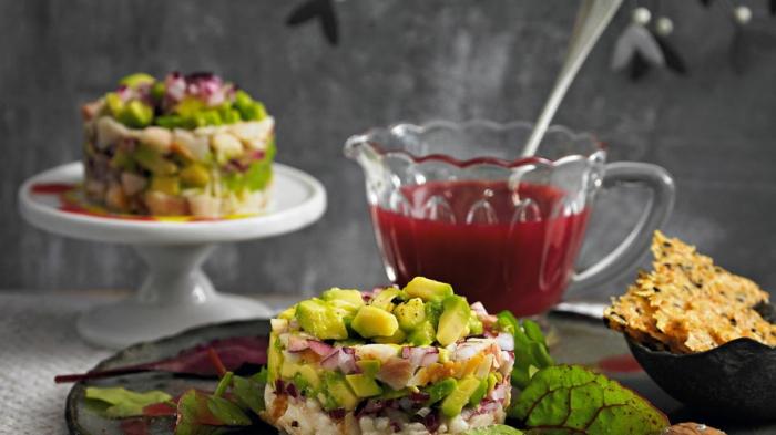 schnelle vorspeisen für weihnachten zum vorbereiten forelle mit avocado tatar und käse