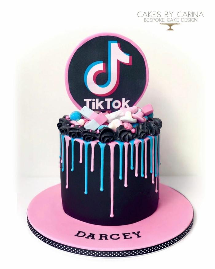 teenager geburtstag party inspiration schwarze torte zum geburtstag tiktok dekoration ideen bunte marshmallows