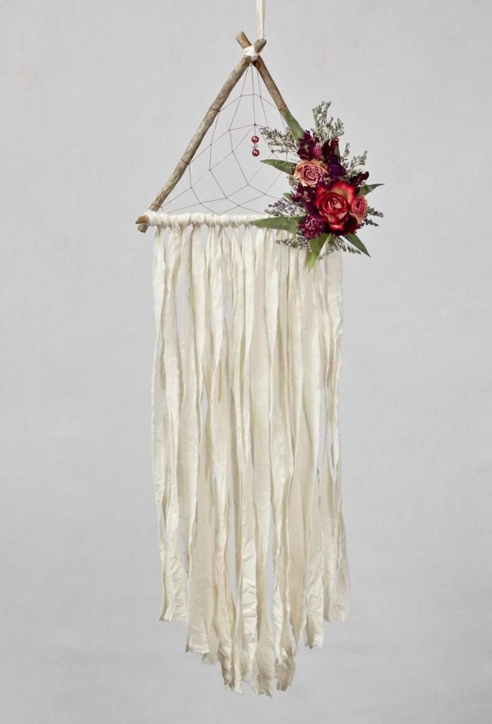 teenager zimmer gestalten moderne dekoration traumfänger basteln mit ästen dreieck dekoriert mit roten rosen
