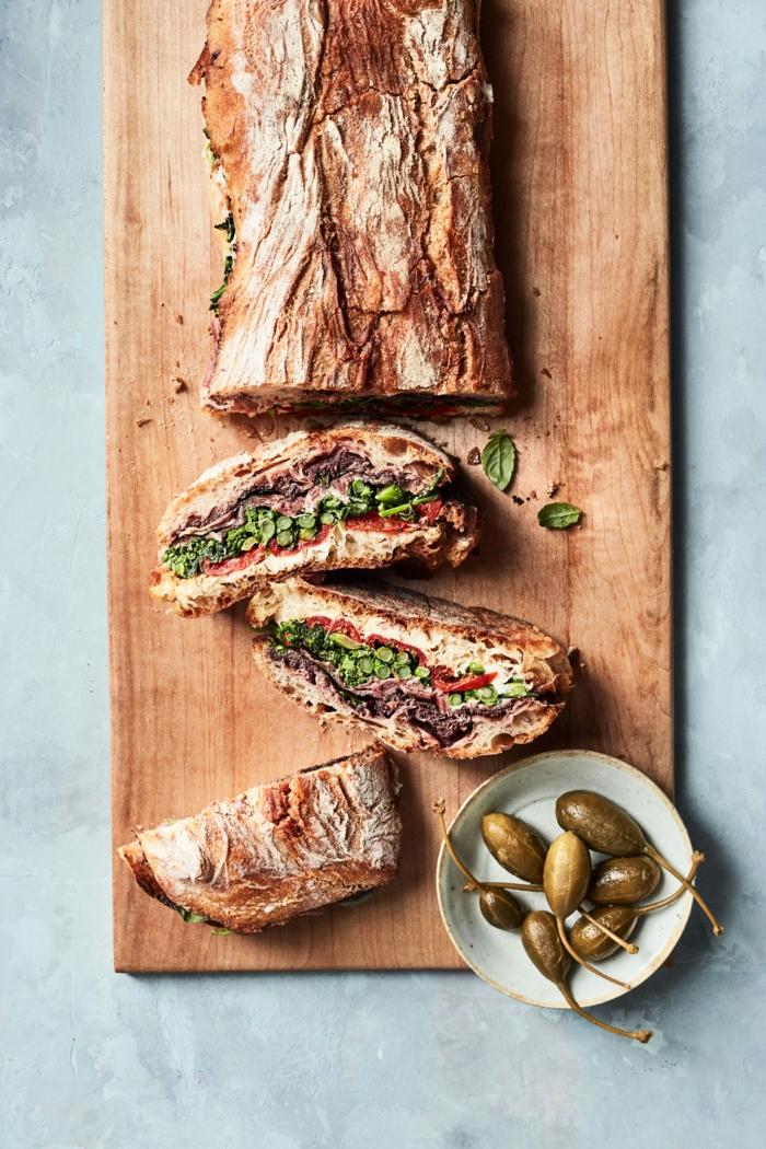 teller mit paprika gesundes abendbrot ideen eine stulle mit fleisch und avocado