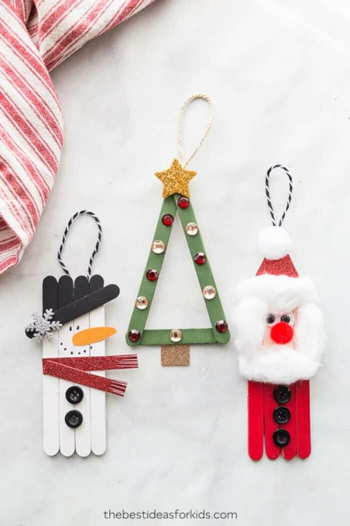 upcycling ideen basteln mit eisstieln weihnachtsdeko schneemann weihnahctsmann deko tannenbaum ideen