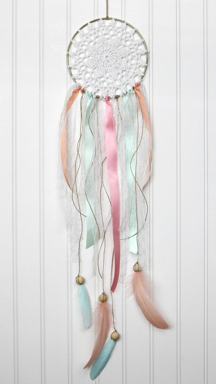 wanddeko mit spitze traumfänger selber machen bunte farben kreative diy ideen basteln mit kindern
